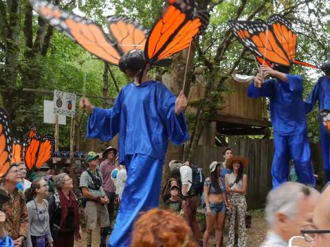 Desfile por la Oregon Country Fair en Eugene